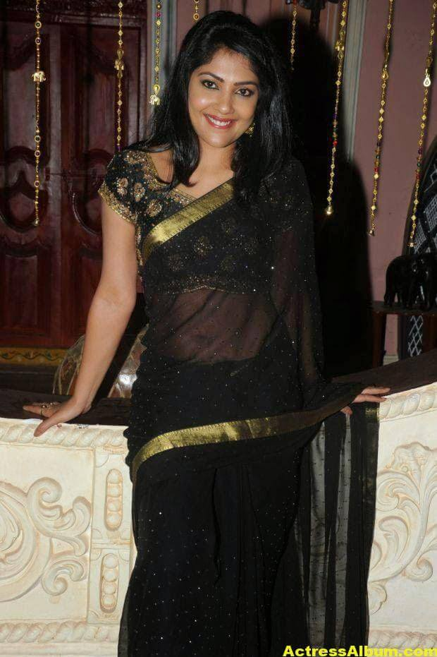 Kamalinee Mukherjee Hip Navel Photos In Black Saree 1