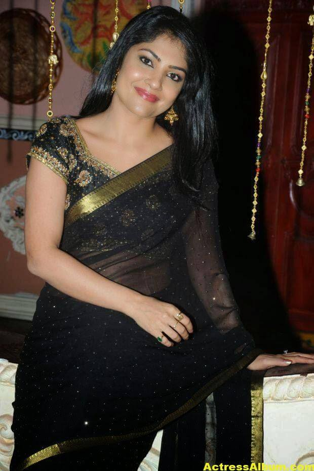 Kamalinee Mukherjee Hip Navel Photos In Black Saree 3