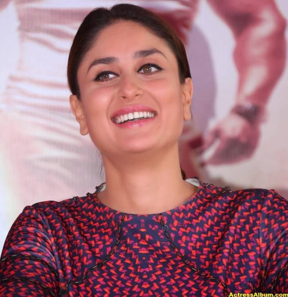 Kareena Kapoor Beautiful Photos In Red Dress 5
