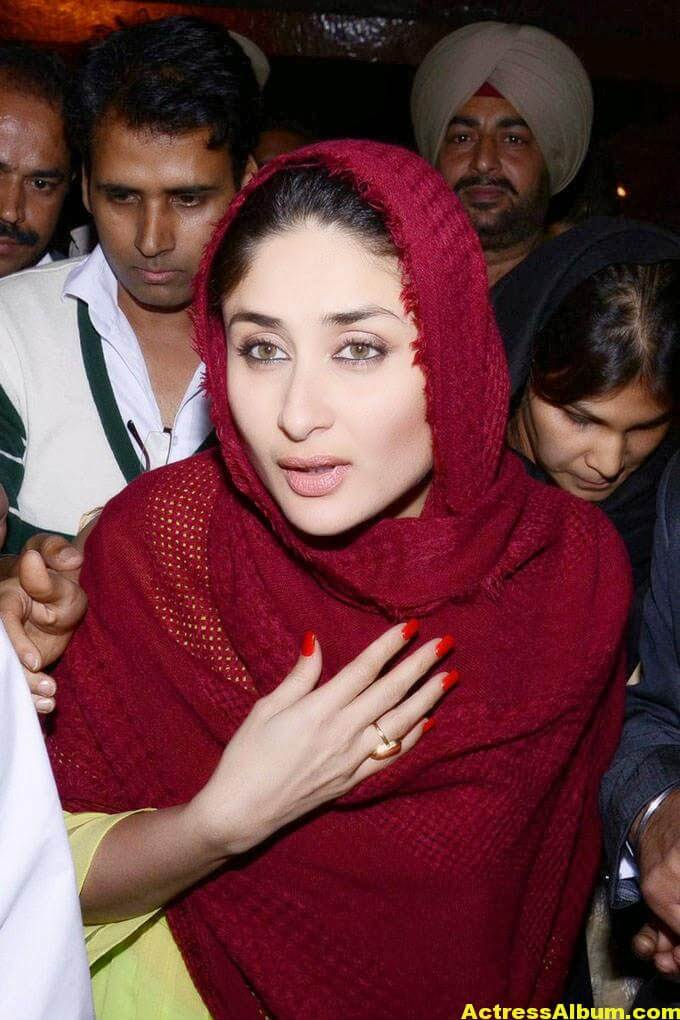 Kareena Kapoor Photos at Golden Temple In Red Dress 2