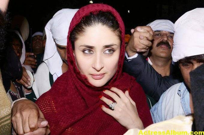 Kareena Kapoor Photos at Golden Temple In Red Dress 3