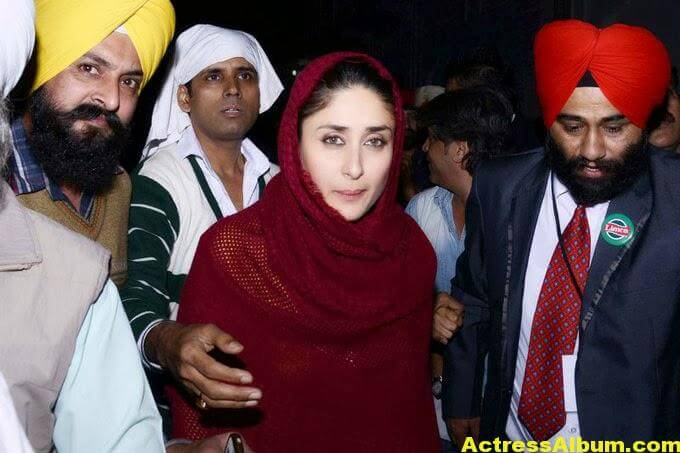 Kareena Kapoor Photos at Golden Temple In Red Dress 4