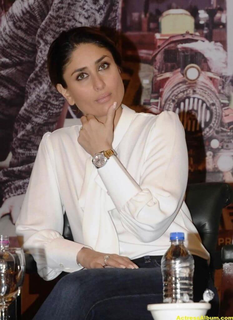 Kareena Kapoor Photos In White Shirt Blue Jeans 2