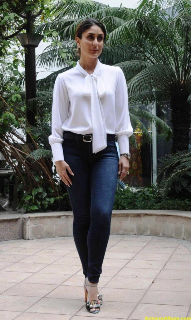 Kareena Kapoor Photos In White Shirt Blue Jeans 4