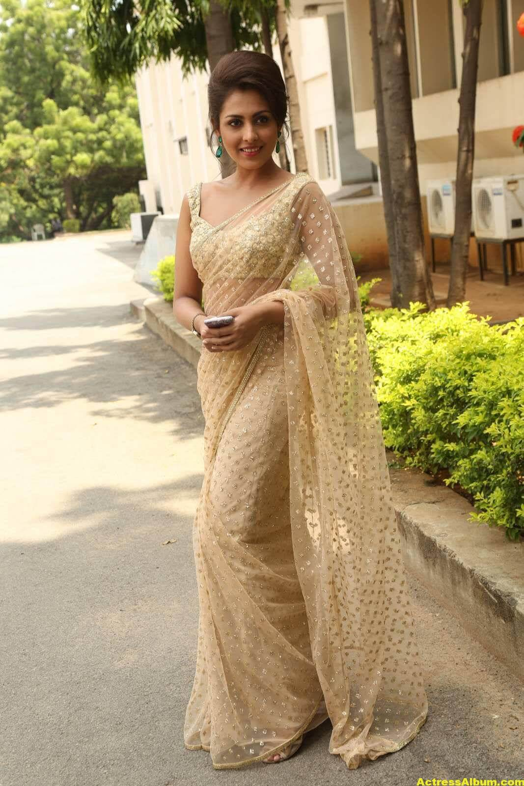 Madhu Shalini Latest Photos In White Saree 4