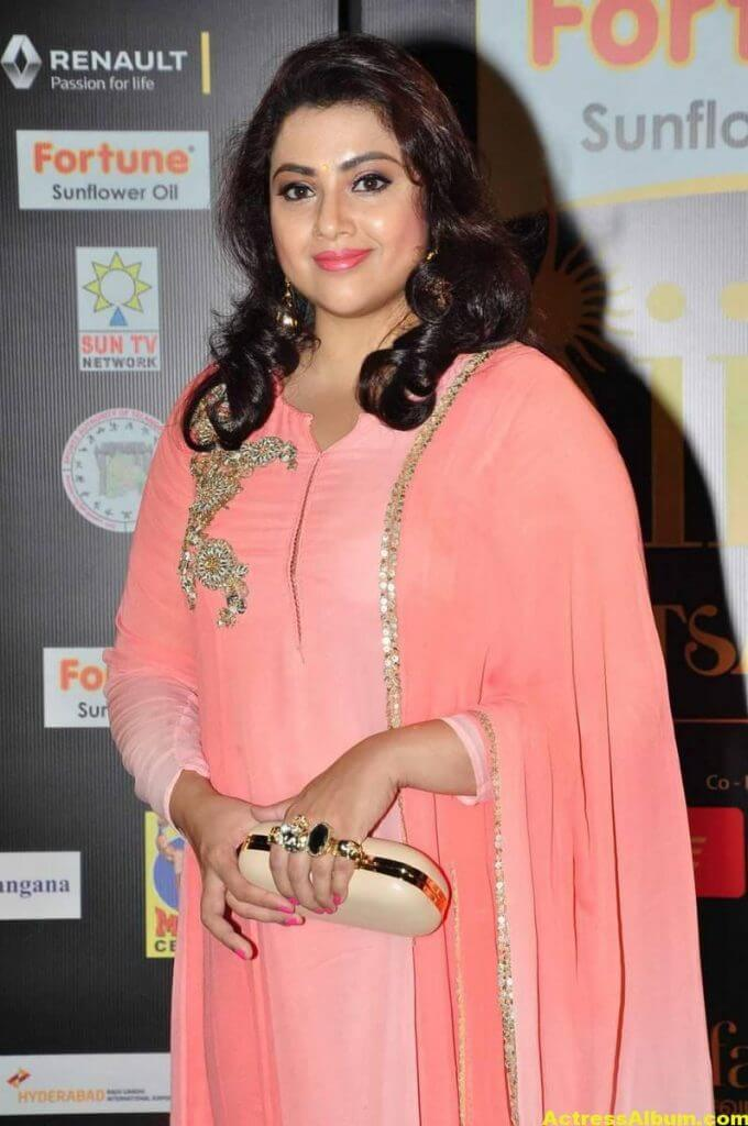 Meena Hot Pics At IIFA Utsavam Awards 1