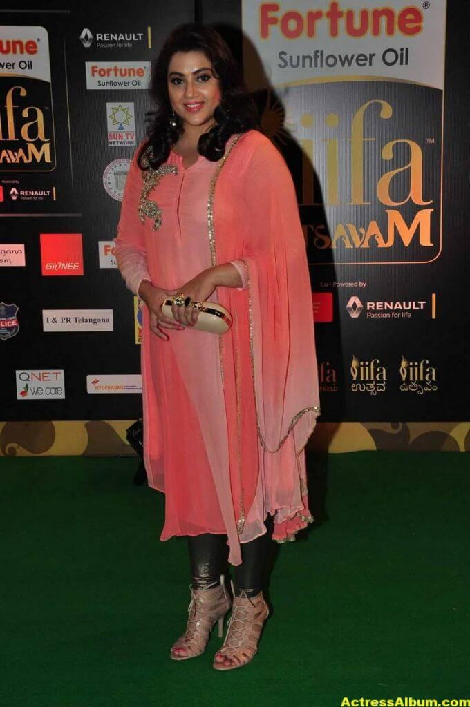Meena Hot Pics At IIFA Utsavam Awards 2