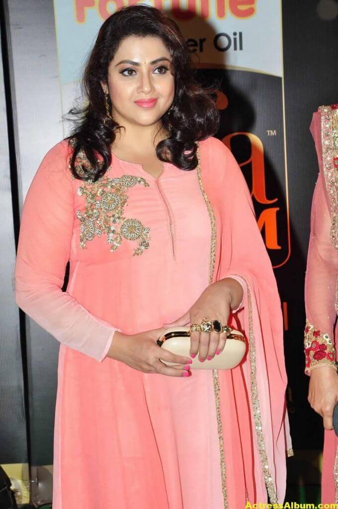 Meena Hot Pics At IIFA Utsavam Awards 3