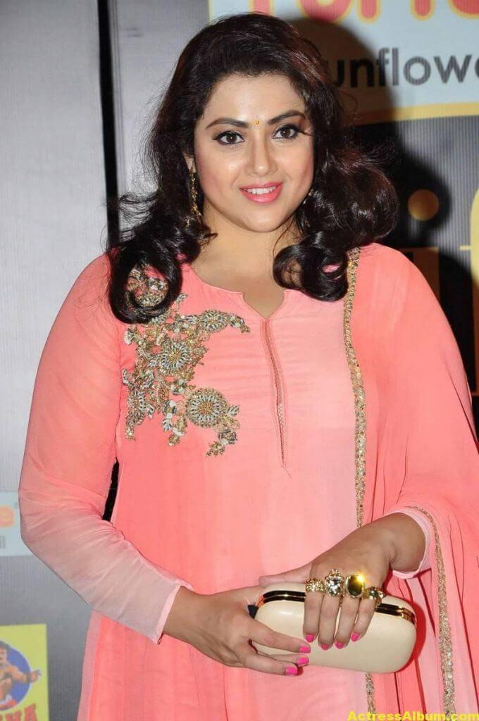 Meena Hot Pics At IIFA Utsavam Awards 4