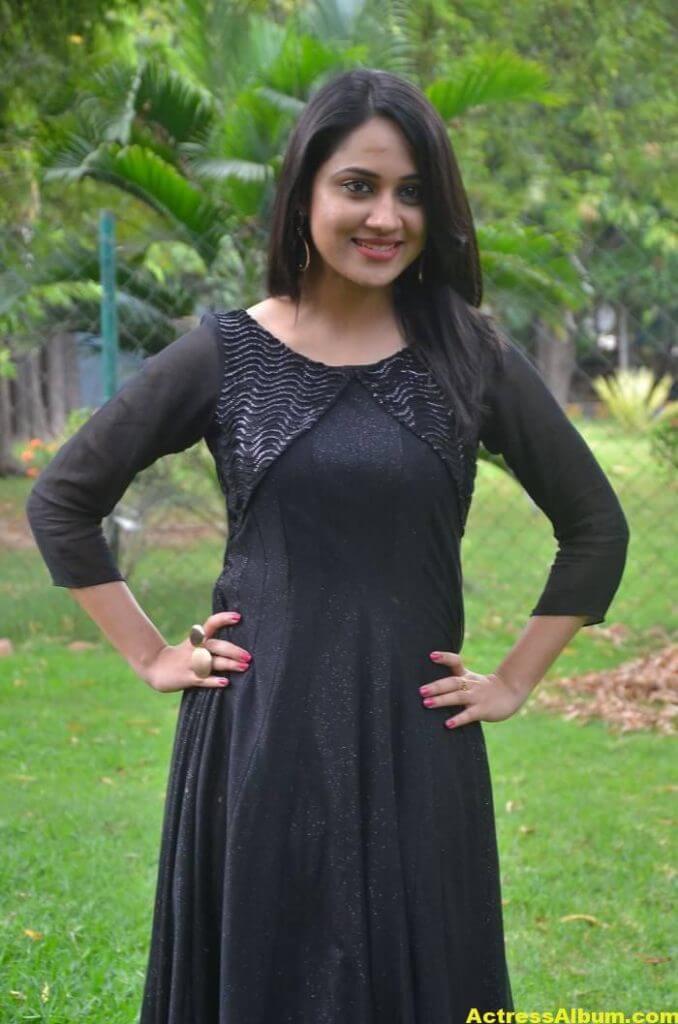 Mia George Latest Photos In Black Dress 3
