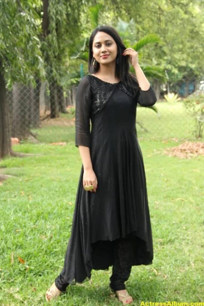 Mia George Latest Photos In Black Dress 4