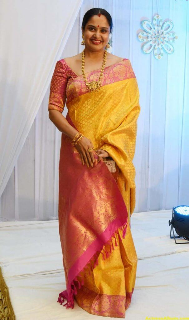 Movie Actress Pragathi Hot Photos In Yellow Saree 2