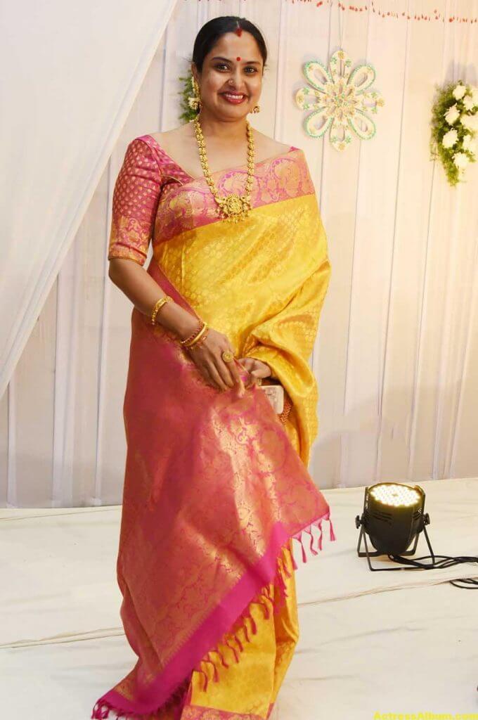 Movie Actress Pragathi Hot Photos In Yellow Saree 3