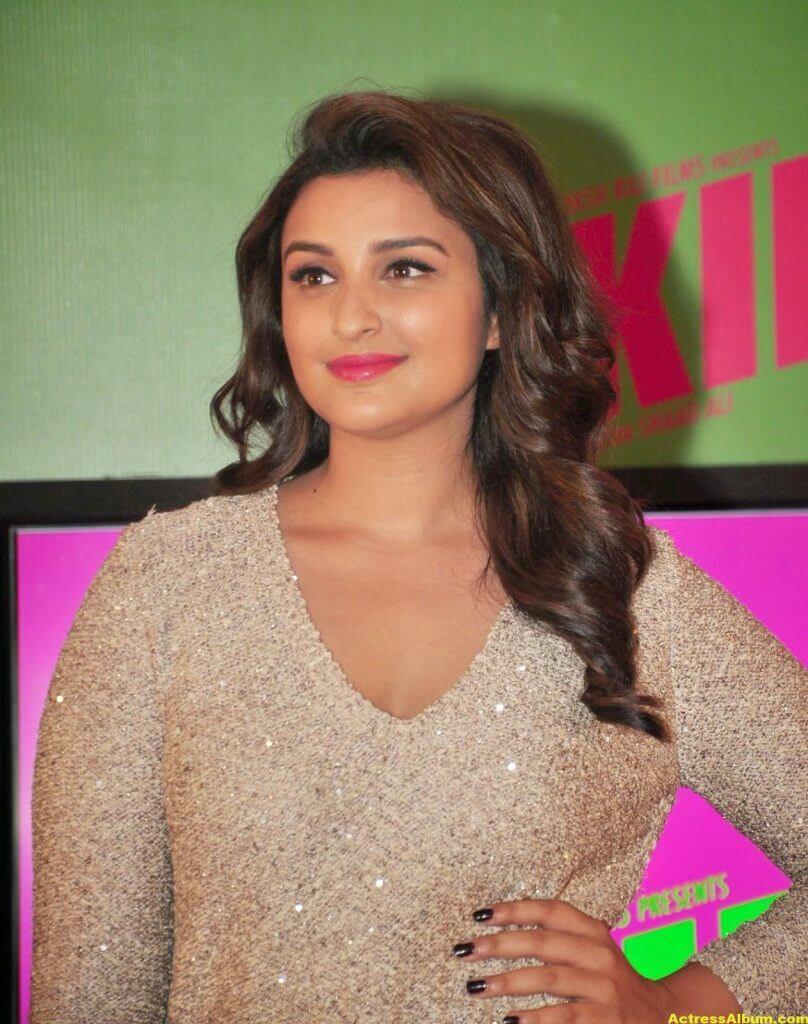 Parineeti Chopra Hot Photos In White Dress (2)