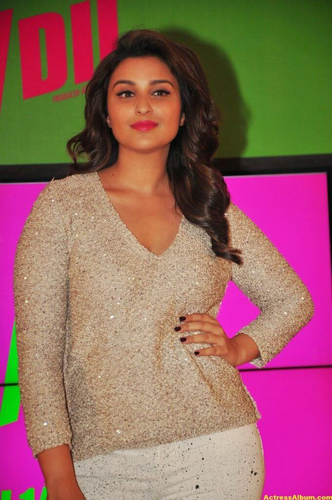 Parineeti Chopra Hot Photos In White Dress (5)