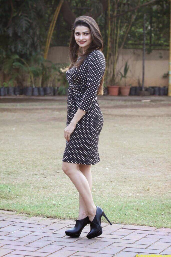 Prachi Desai Hot Photos In Black Dress (1)