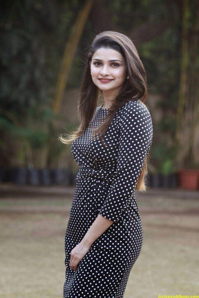 Prachi Desai Hot Photos In Black Dress (2)