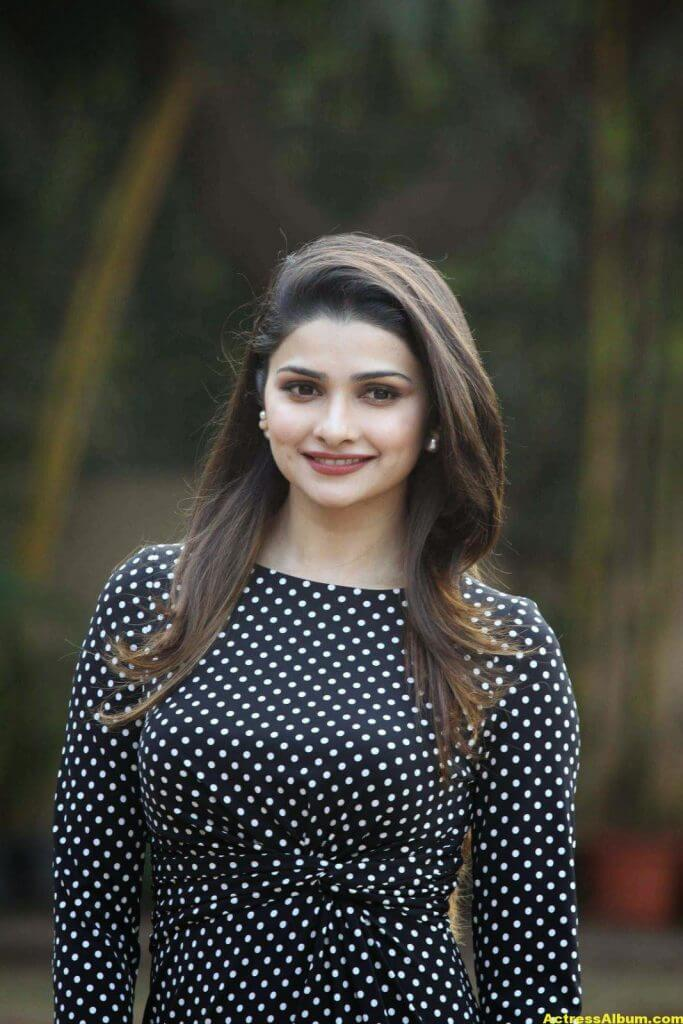Prachi Desai Hot Photos In Black Dress (3)