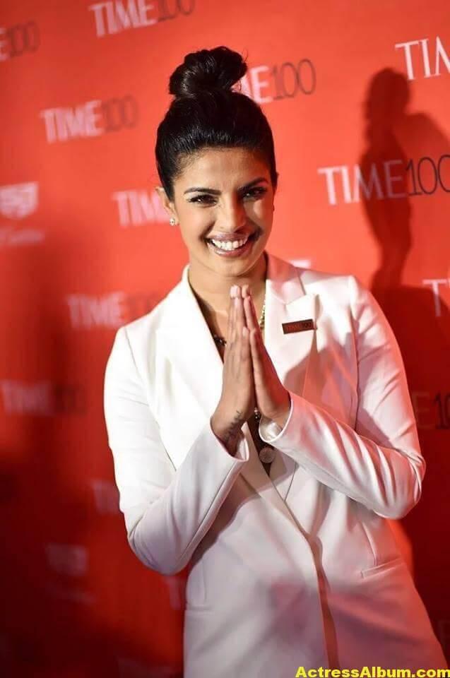 Priyanka Chopra Hot Images In White Shirt 5