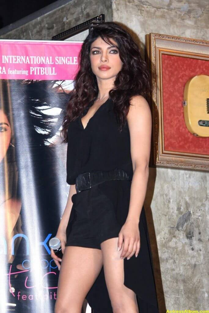 Priyanka Chopra Hot Legs Show Photos In Black Dress 2