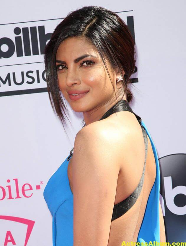 Priyanka Chopra Hot Photos In Blue Dress At Music Awards 3