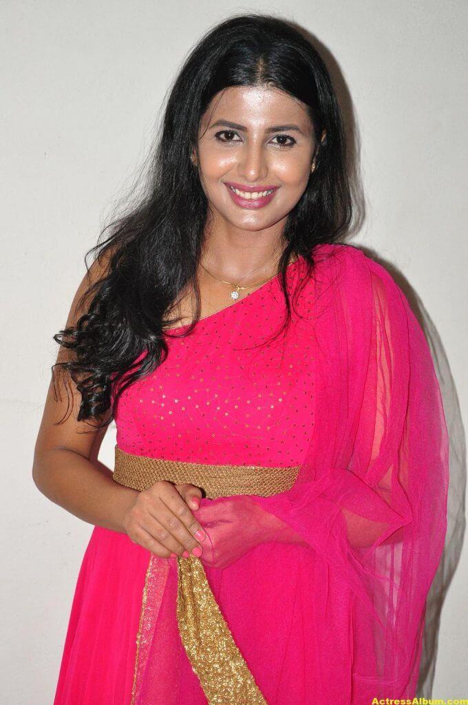Rajshri Ponnappa Hot Stills In Pink Dress 1