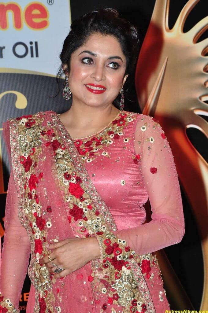 Ramya Krishna Hot Photos At IIFA Utsavam Awards