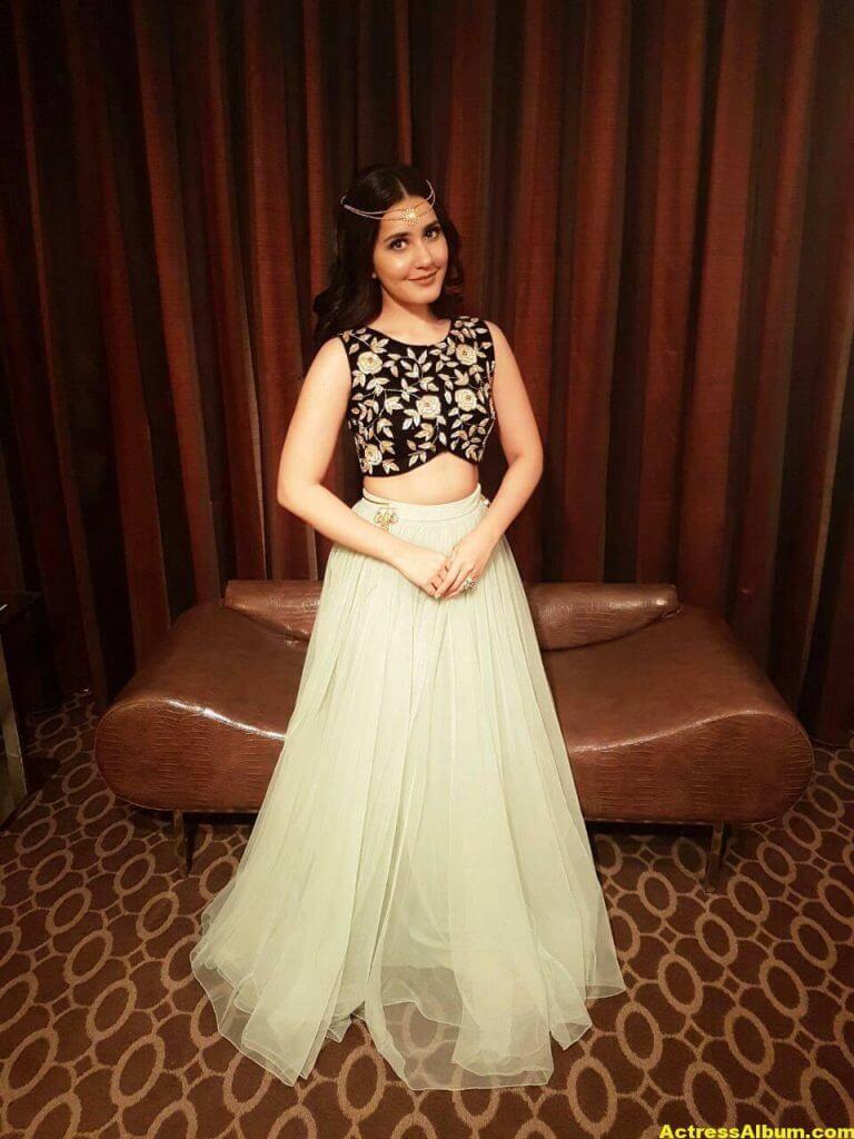 Actress Rashi Khanna Cute Stills