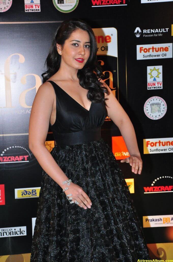 Rashi Khanna Hot Stills At Iifa Utsavam 2