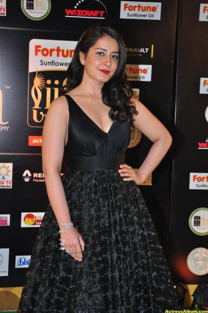 Rashi Khanna Hot Stills At Iifa Utsavam 3