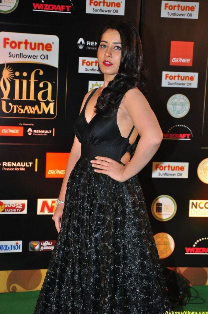 Rashi Khanna Hot Stills At Iifa Utsavam 4