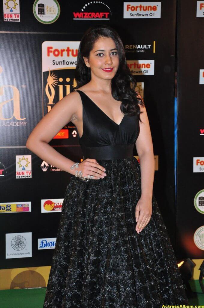 Rashi Khanna Hot Stills At Iifa Utsavam 5