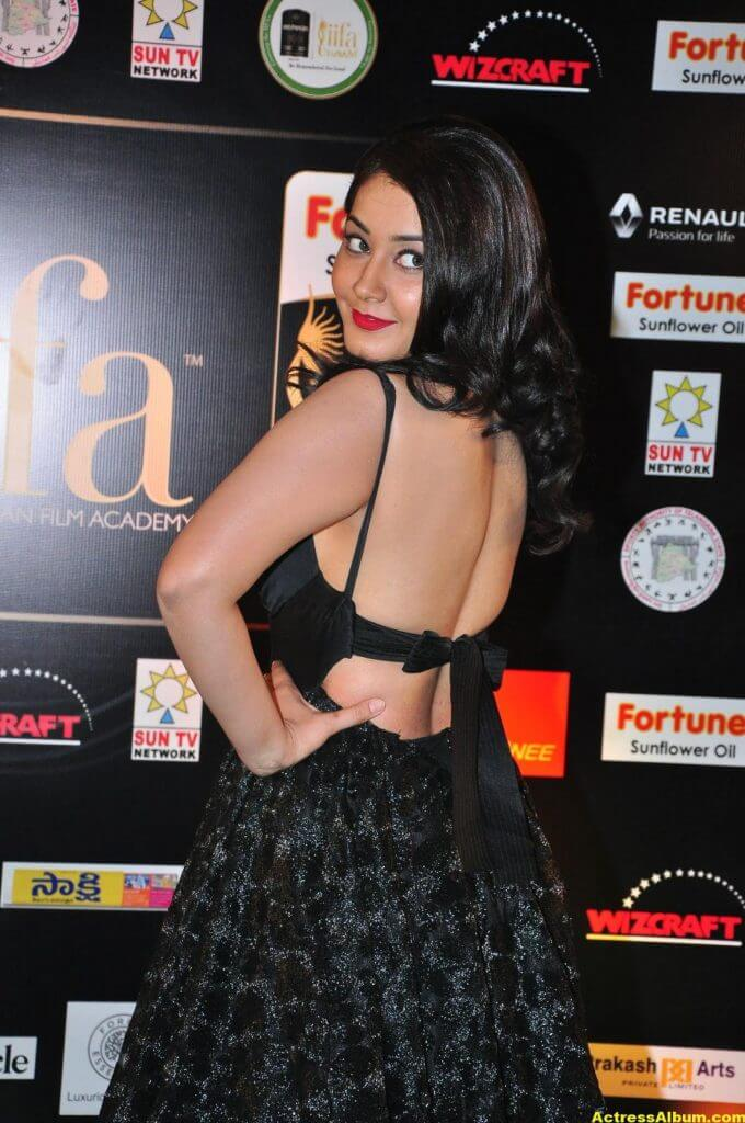 Rashi Khanna Hot Stills At Iifa Utsavam 6