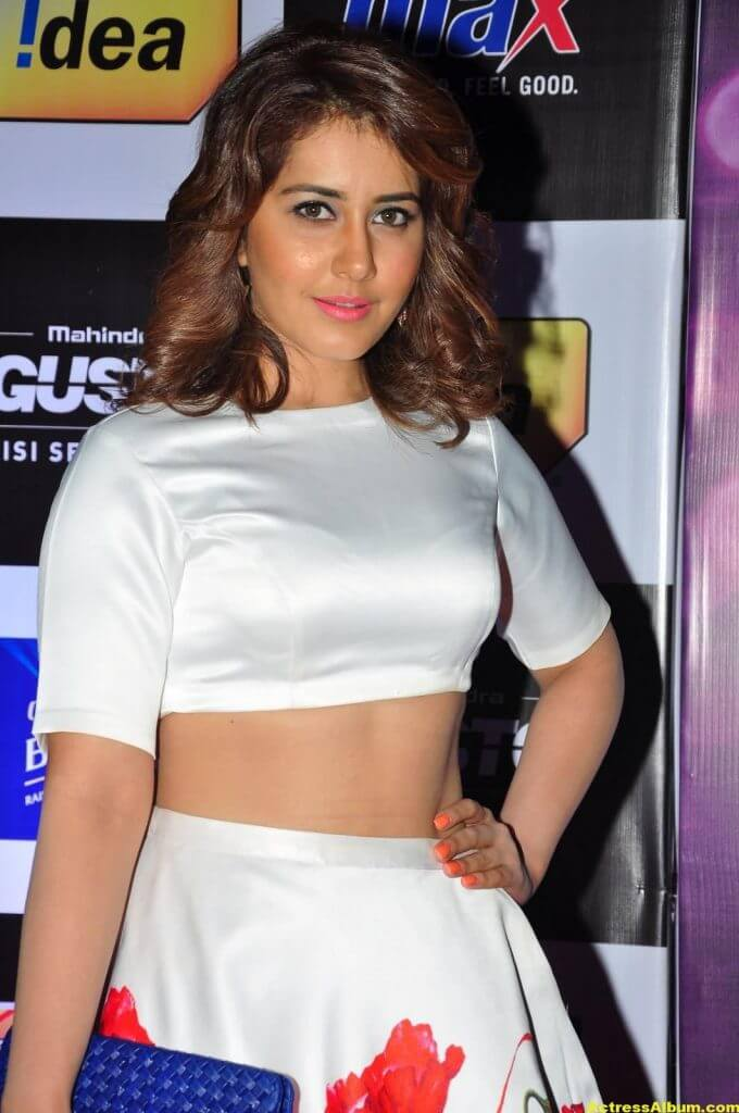 Rashi Khanna Photos at Mirchi Music Awards 1