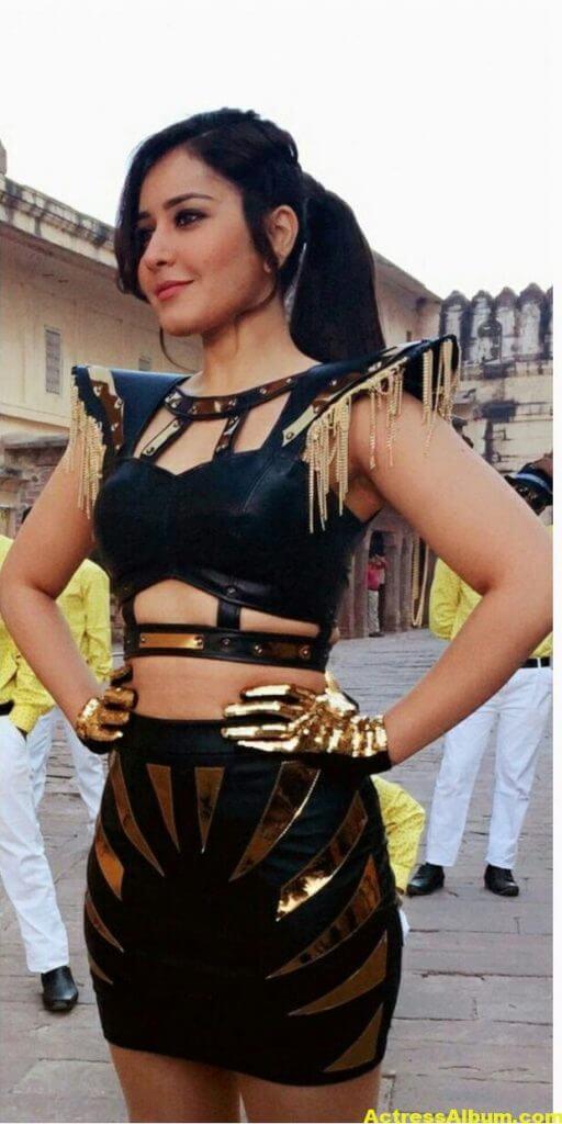 Rashi Khanna Spicy Photoshoot In Black Dress (2)