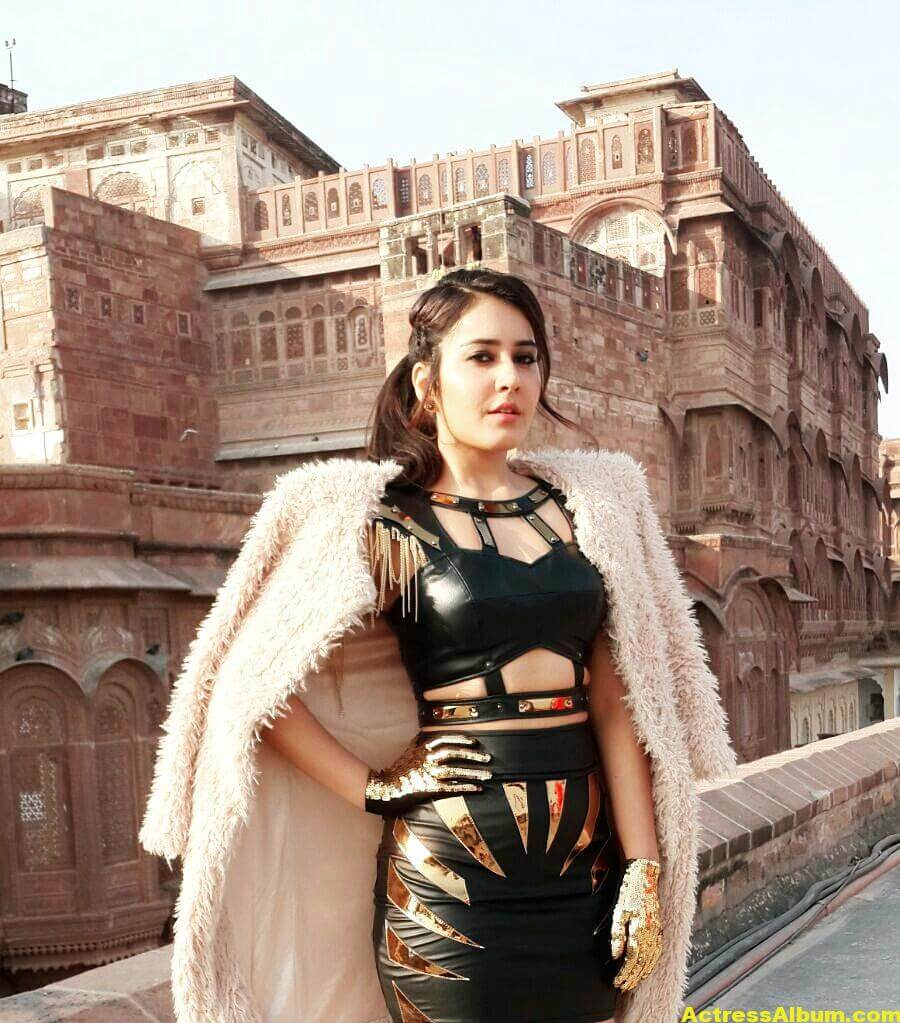Rashi Khanna Spicy Photoshoot In Black Dress (3)