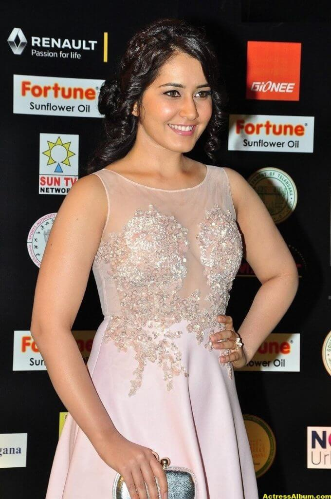Rashi Khanna Stills At Iifa Utsavam 3