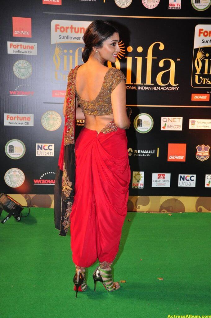 Shriya Saran Stills at IIFA Utsavam Awards In Red Saree 4