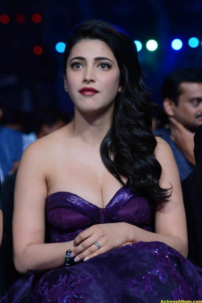 Shruti Haasan Hot Photos At IIFA Utsavam Awards 4