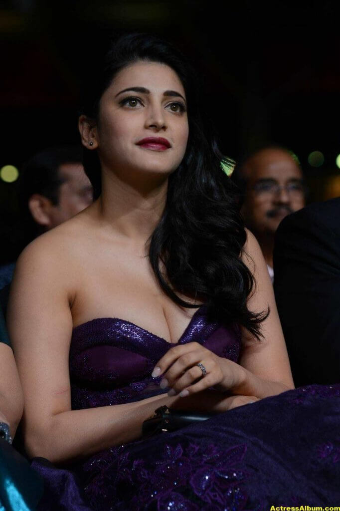 Shruti Haasan Hot Photos At IIFA Utsavam Awards 6