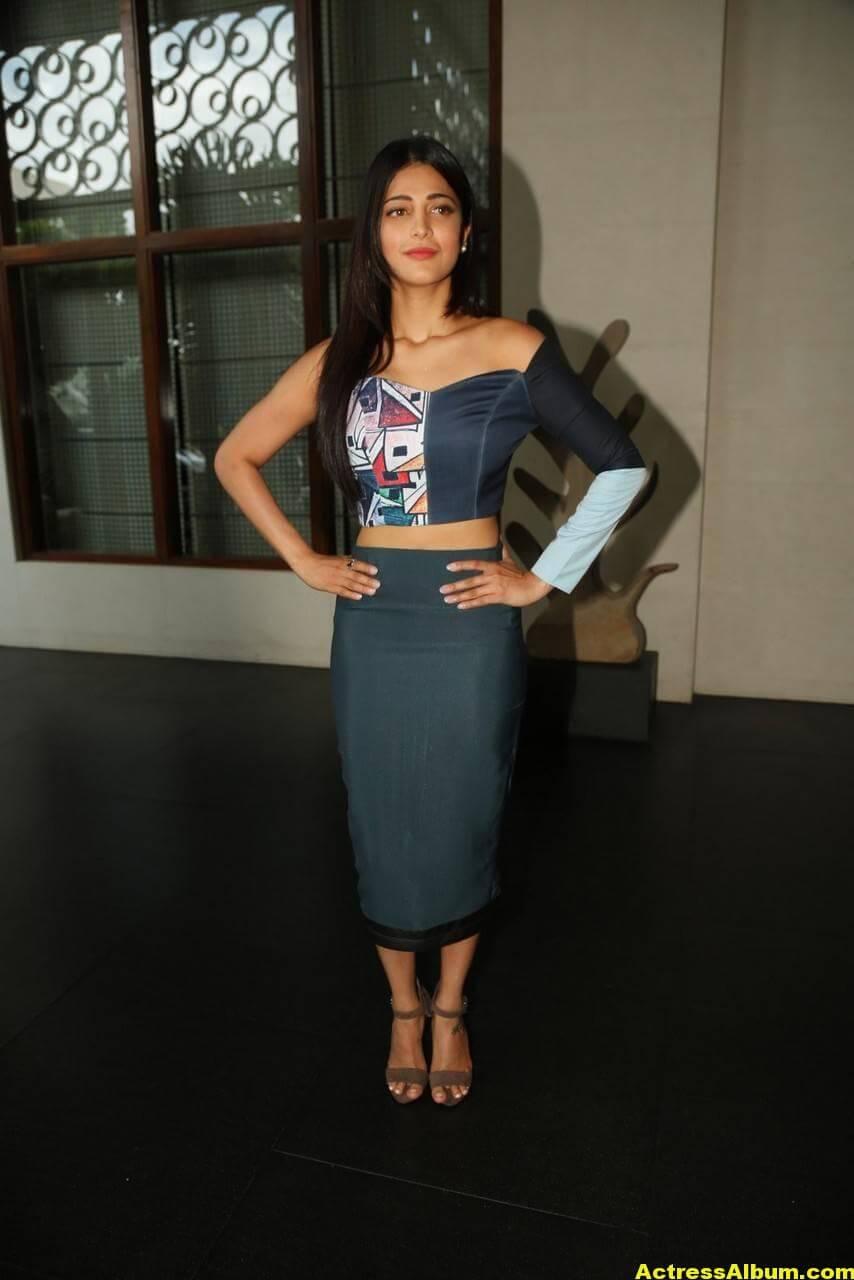 Shruti Haasan Latest Stills in Blue Dress