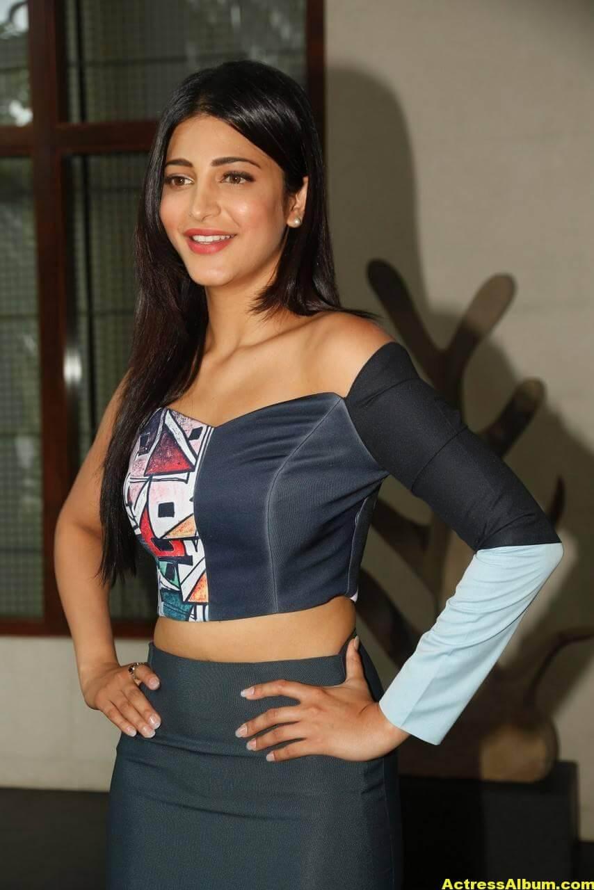 Shruti Haasan Latest Stills in Blue Dress 2