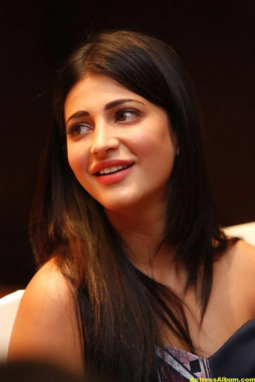 Shruti Haasan Latest Stills in Blue Dress 5