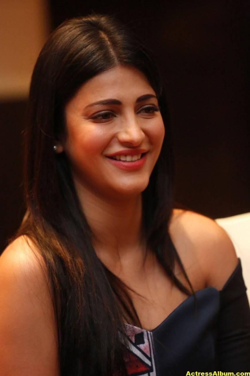 Shruti Haasan Latest Stills in Blue Dress 6