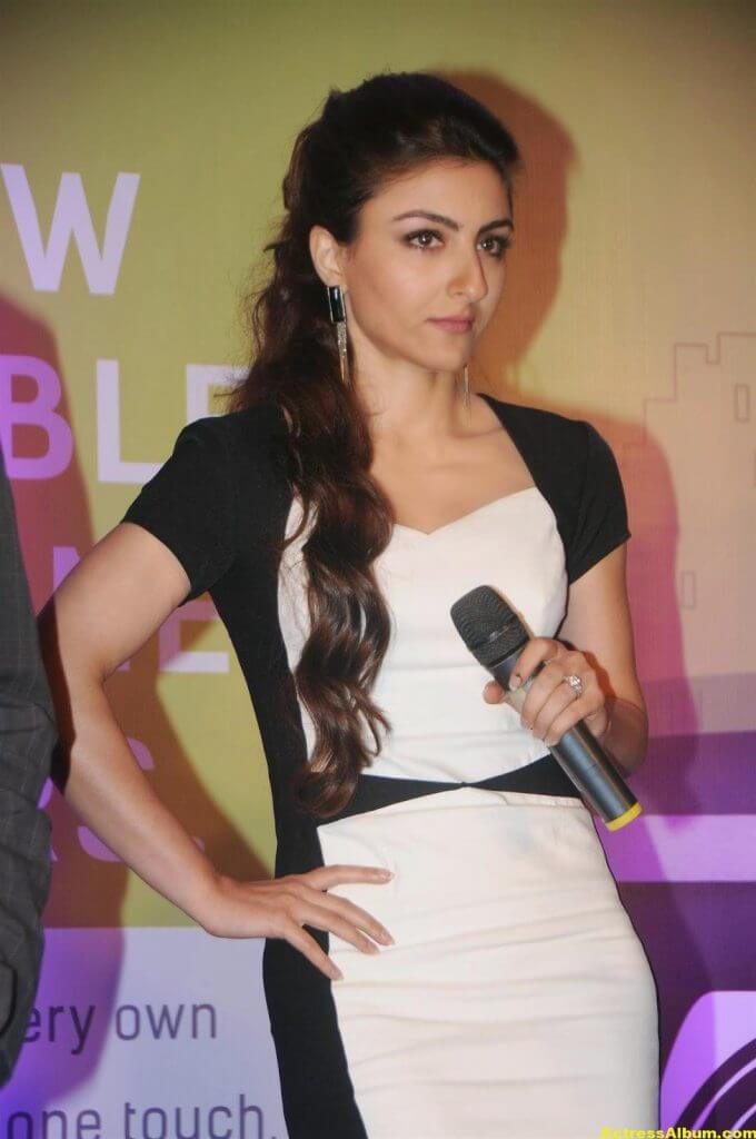 Soha Ali Khan Hot Stills In Black Dress (2)