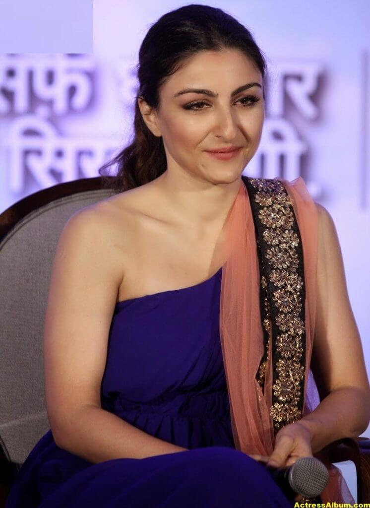 Soha Ali Khan Hot Stills In Blue Dress 5