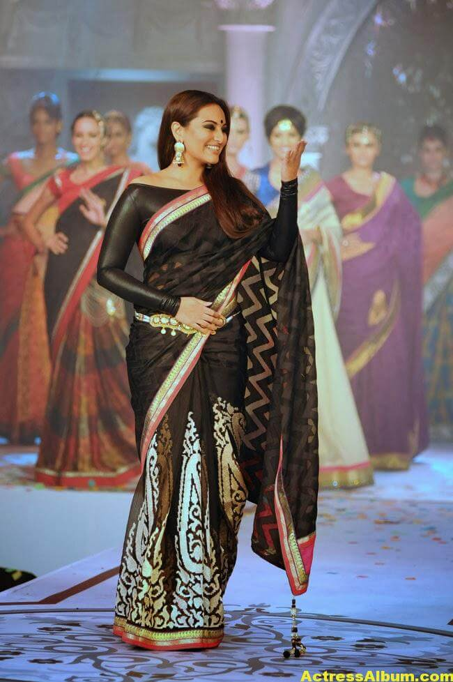 Sonakshi Sinha Latest Cute Black Saree Photos Gallery 3