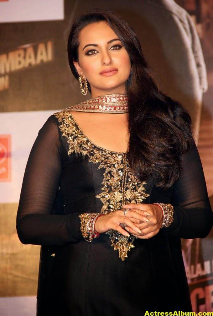 Sonakshi Sinha Looks Spicy In Black Dress 1