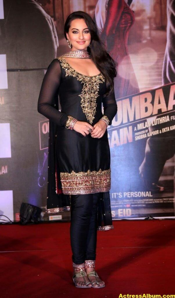 Sonakshi Sinha Looks Spicy In Black Dress 4