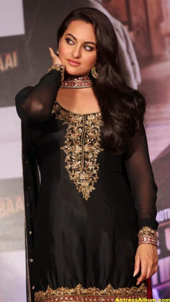 Sonakshi Sinha Looks Spicy In Black Dress 5